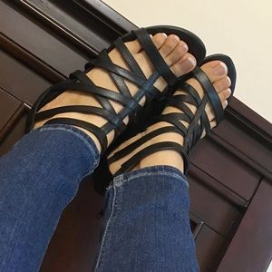 Low low wedge black sandals
